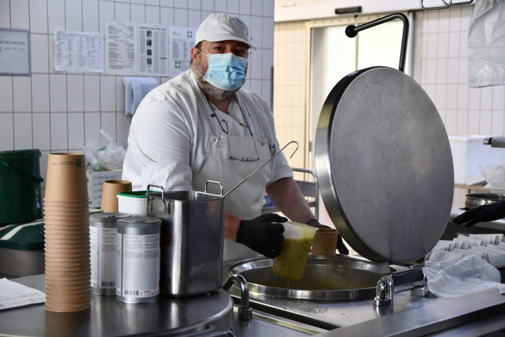 Klaus Fendel Mahlzeit LU Abfüllen Küche HPH